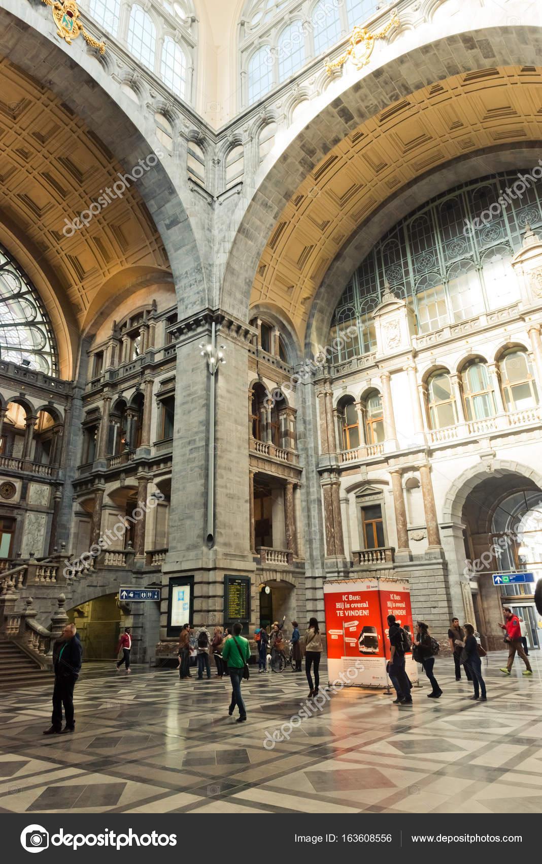 Interieur van Antwerpen centraal station – Redactionele stockfoto ...