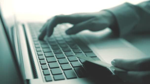 Gazdaság egy hitelkártya, és az online Internet laptop számítógép segítségével
