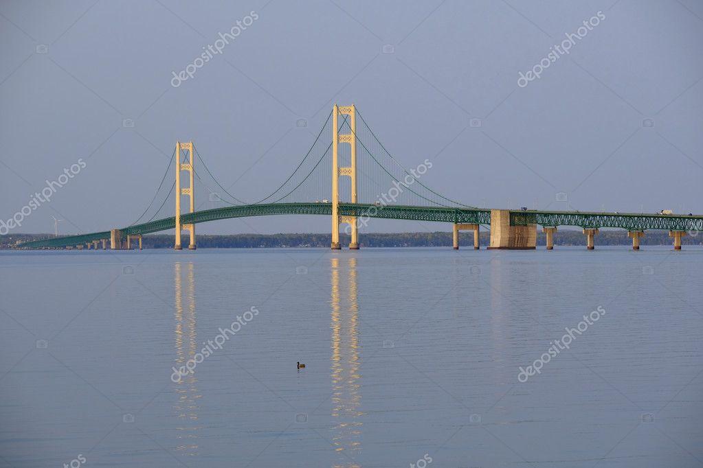 Ponte sospeso di mackinac foto stock haveseen 127160344 for Ponte sopra i disegni del garage