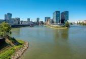 Düsseldorfer Stadtbild mit Rhein