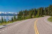 Autostrada da Lago nel Parco nazionale di Yellowstone, Wyoming, Stati Uniti