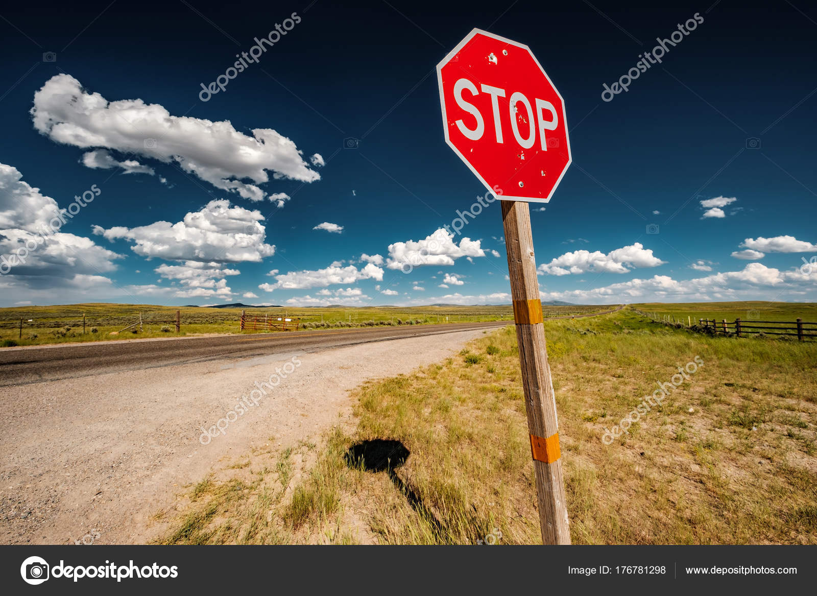 Stop Sign Bullet Holes Empty Open Highway Wyoming Usa — Stock Photo