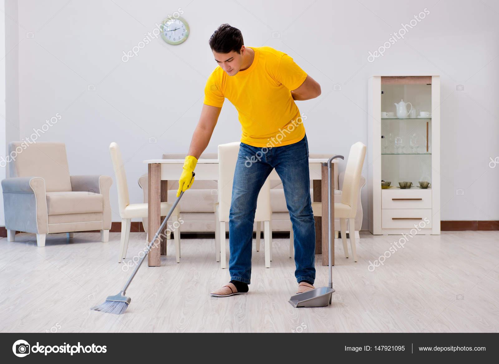 Hombre limpiando casa related keywords suggestions - Trabajo limpiando casas ...