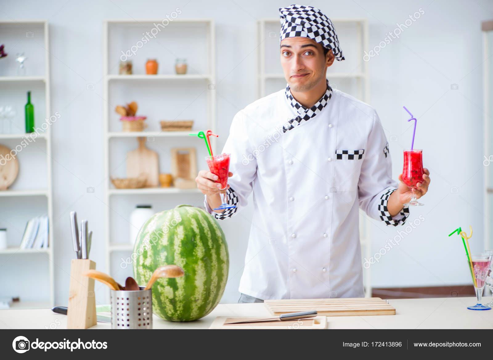 Cuisinier masculin avec la past que dans cuisine for Cuisinier 94 photos
