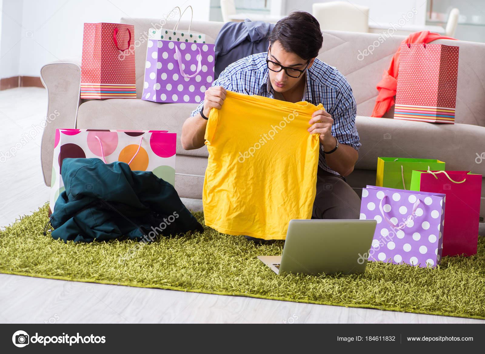 timeless design f474f e666f Giovane acquisto abbigliamento online e gestione blog — Foto ...