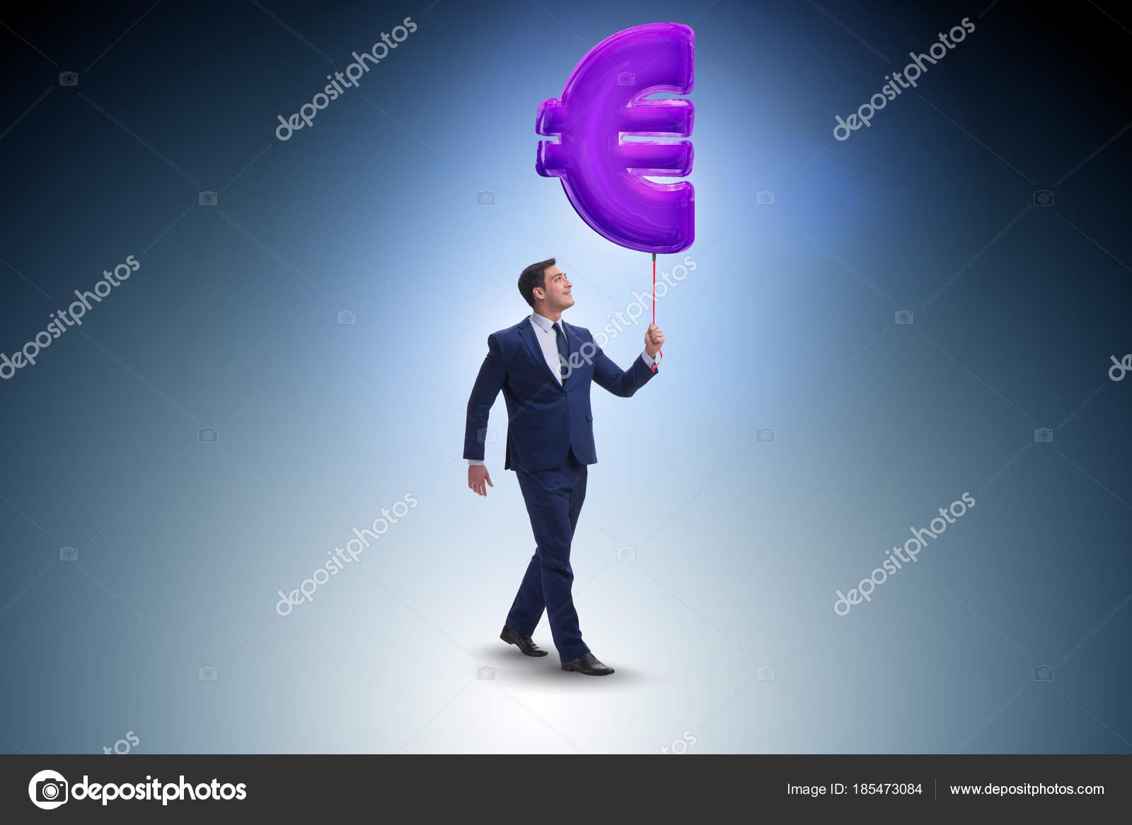 Design Wandlen zakenman wandelen met opblaasbare eurosymbool stockfoto elnur