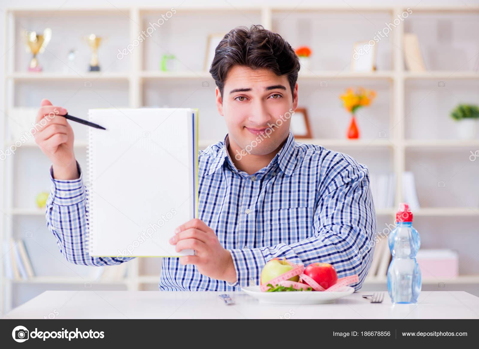 Diete Per Perdere Peso Uomo : Uomo sul programma speciale dieta per perdere peso u foto stock