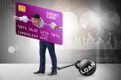 Podnikatel v konceptu zatížení kreditními kartami v pilíři