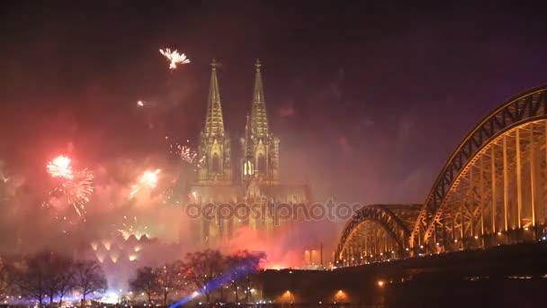 Feuerwerk in der Nähe des Kölner Doms