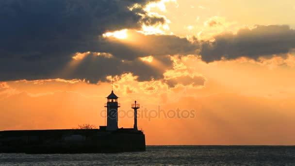Leuchtturm in Jalta bei Sonnenaufgang, Krim, Russland