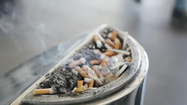 parázsló cigaretta hamutartó