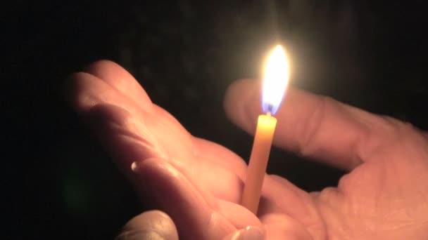 svíčkou v ruce