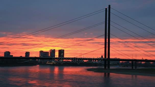 Sonnenuntergang in Düsseldorf, Deutschland