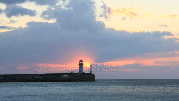 Világítótorony a jaltai napkeltekor, Crimea