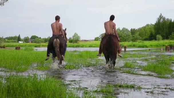 Dva jezdci na koních