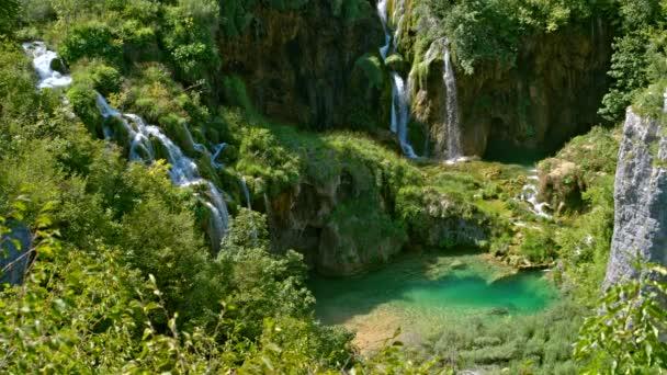 Táj festői vízesések, a Plitvicei-tavak Nemzeti Park