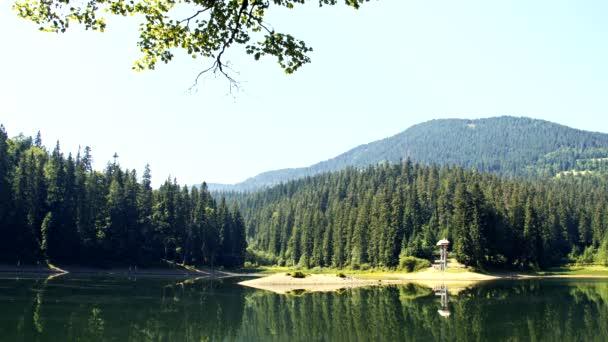 Jezera Siněvir v Karpatech na Ukrajině