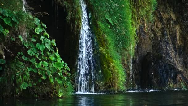 malerische Wasserfall-Landschaft im Nationalpark Plitvicer Seen