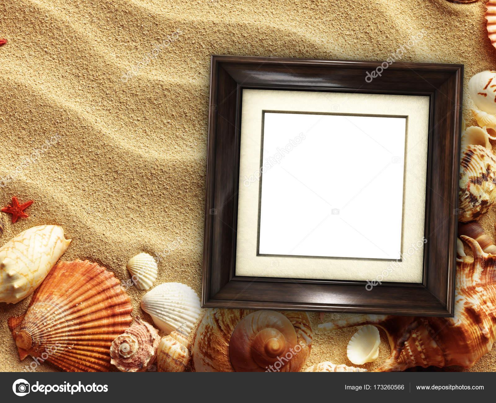 Bilderrahmen auf Muscheln und Sand Hintergrund — Stockfoto © Irochka ...