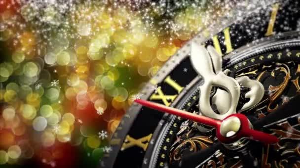 Nový rok o půlnoci - staré hodiny s hvězdami vločky a Sváteční výzdoba. 4k
