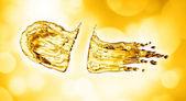 Fotografia spruzzata di olio sul fondo del bokeh oro