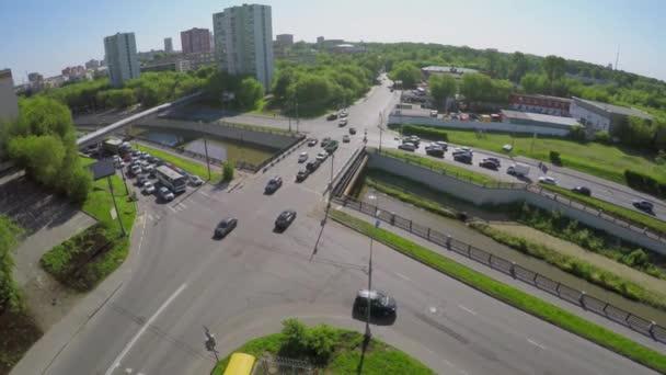Cars jednotku quay a most