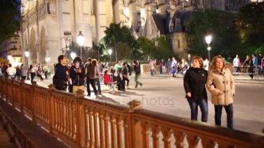 náměstí před katedrálou Notre Dame v Paříži