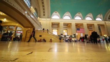 people moving in Grand Central Station