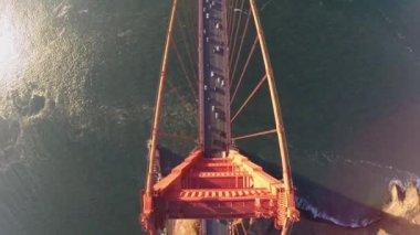 Vozidla na koních mostu Golden Gate