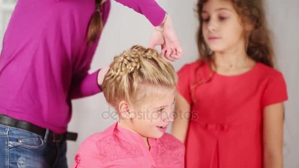 Косы для коротких волос своими руками фото