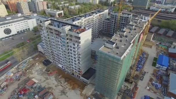 Paesaggio urbano con costruzione sito del complesso residenziale