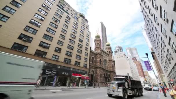 Církev a mrakodrapy v New Yorku