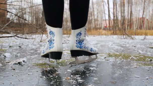 žena Bruslení na rybníku na Krasnobogatyrskii potoce