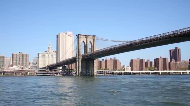 Brooklyn bridge a mrakodrapy New Yorku