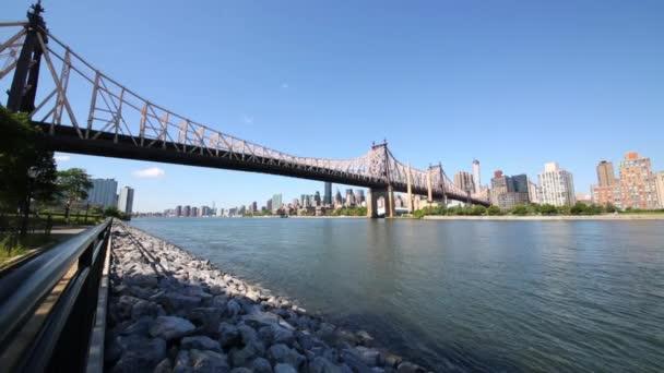 Queensboro bridge, řeka a New York city