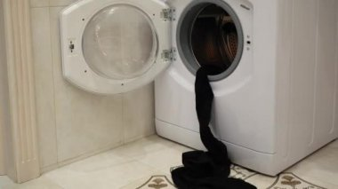 Špinavé prádlo v pračce