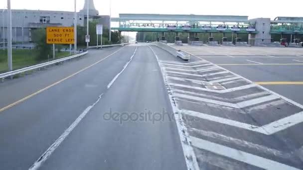 moderní auta na dálnici