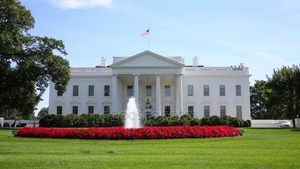 trávník s kašnou před Bílý dům