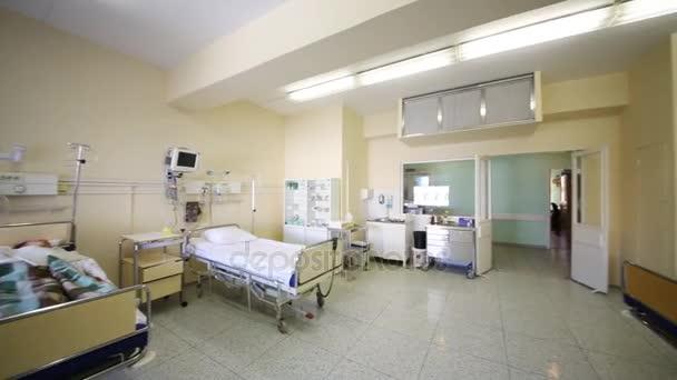 https://st3.depositphotos.com/1000998/17975/v/600/depositphotos_179755018-stock-video-interior-intensive-care-unit-modern.jpg