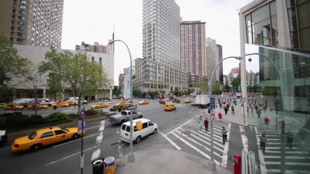 Nyc Usa Aug 2014 Daytime Cars Pedestrians Traffic Crossing 65Th Stock Video