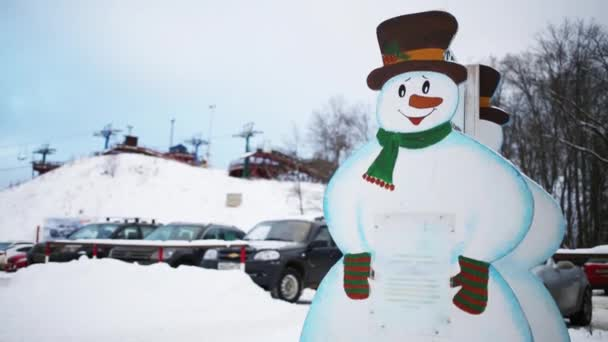 Rétegelt lemez hóember, kötélpálya és a parkolást a téli