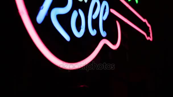 Rock n Roll fényes neon jel a fal a retro étterem