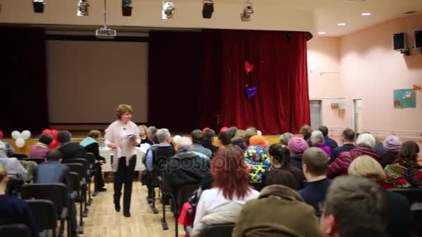 Moskva - 21. leden 2015: Lidé při setkání hlavy okres Bogorodskoe s obyvateli oblasti