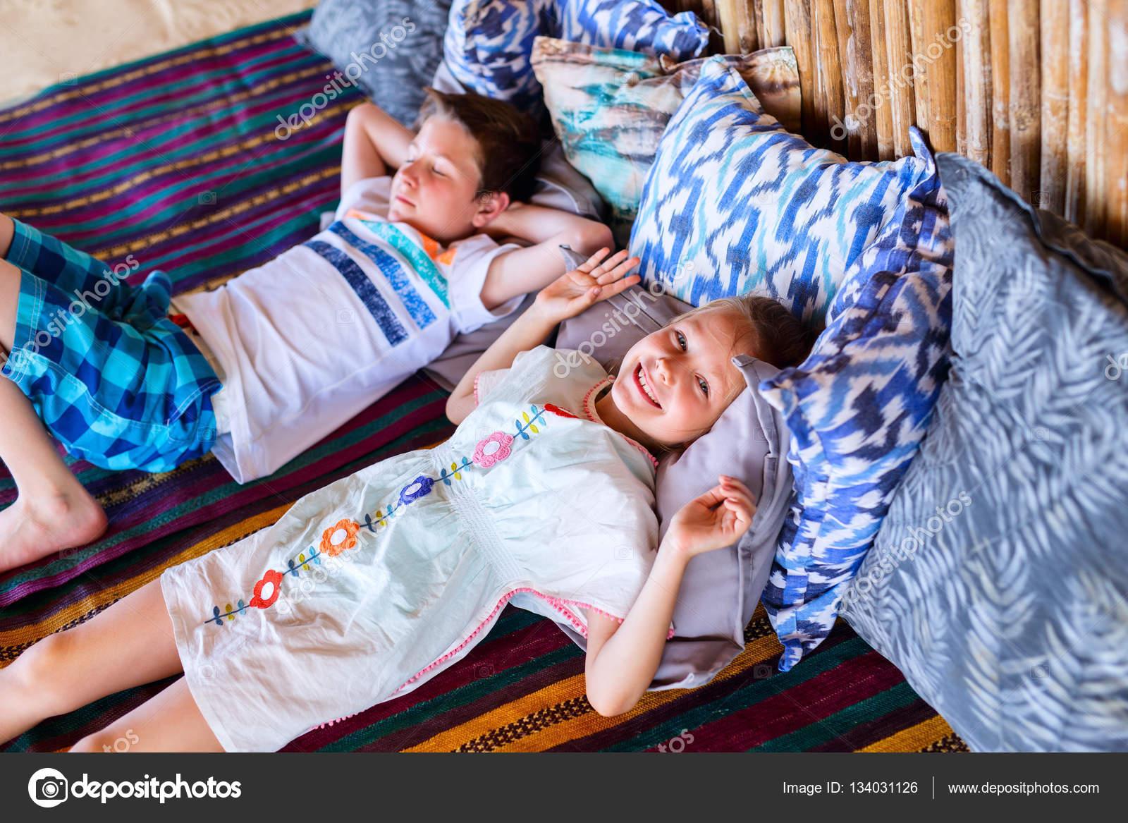 Пьяный брат трахнул пьяную сестру, Смотреть поимел спящую сестру дественицу онлайн 11 фотография