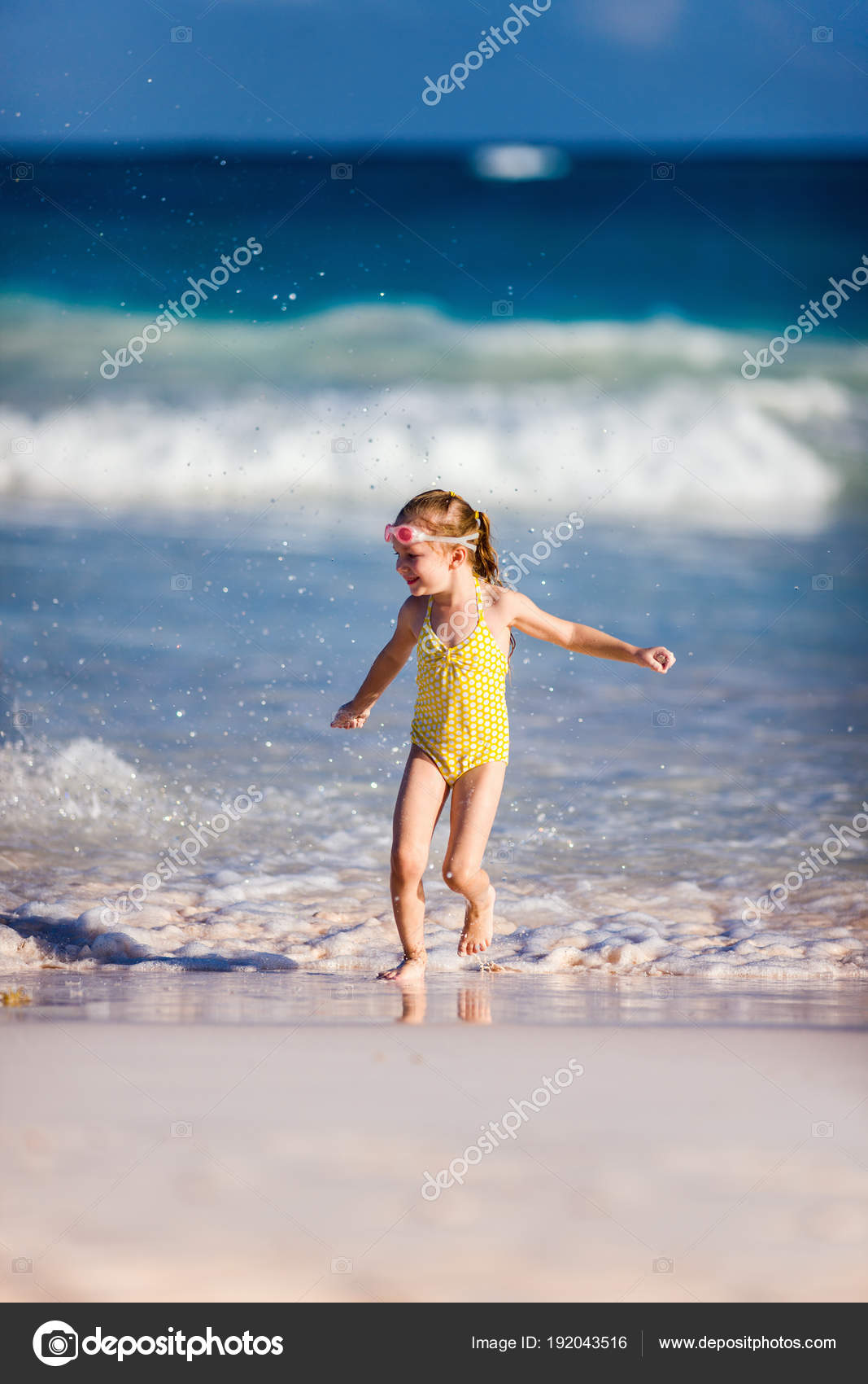 70a1cd0407e Cute little girl at tropical beach during summer vacation — Photo by ...