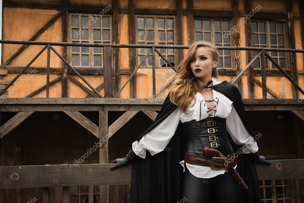 Sexy Frau Im Piraten Stil Mit Alten Pistole Stockfoto