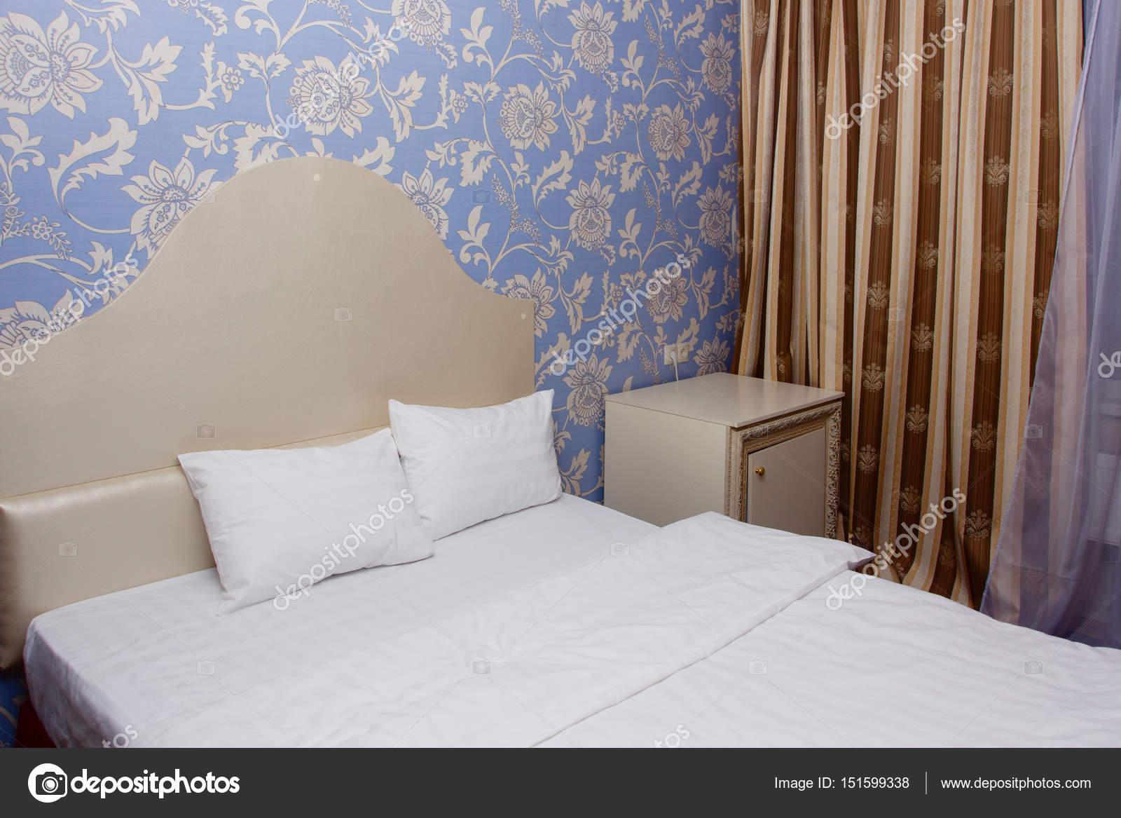 Een luxe slaapkamer in de vintage stijl — Stockfoto © Demian #151599338