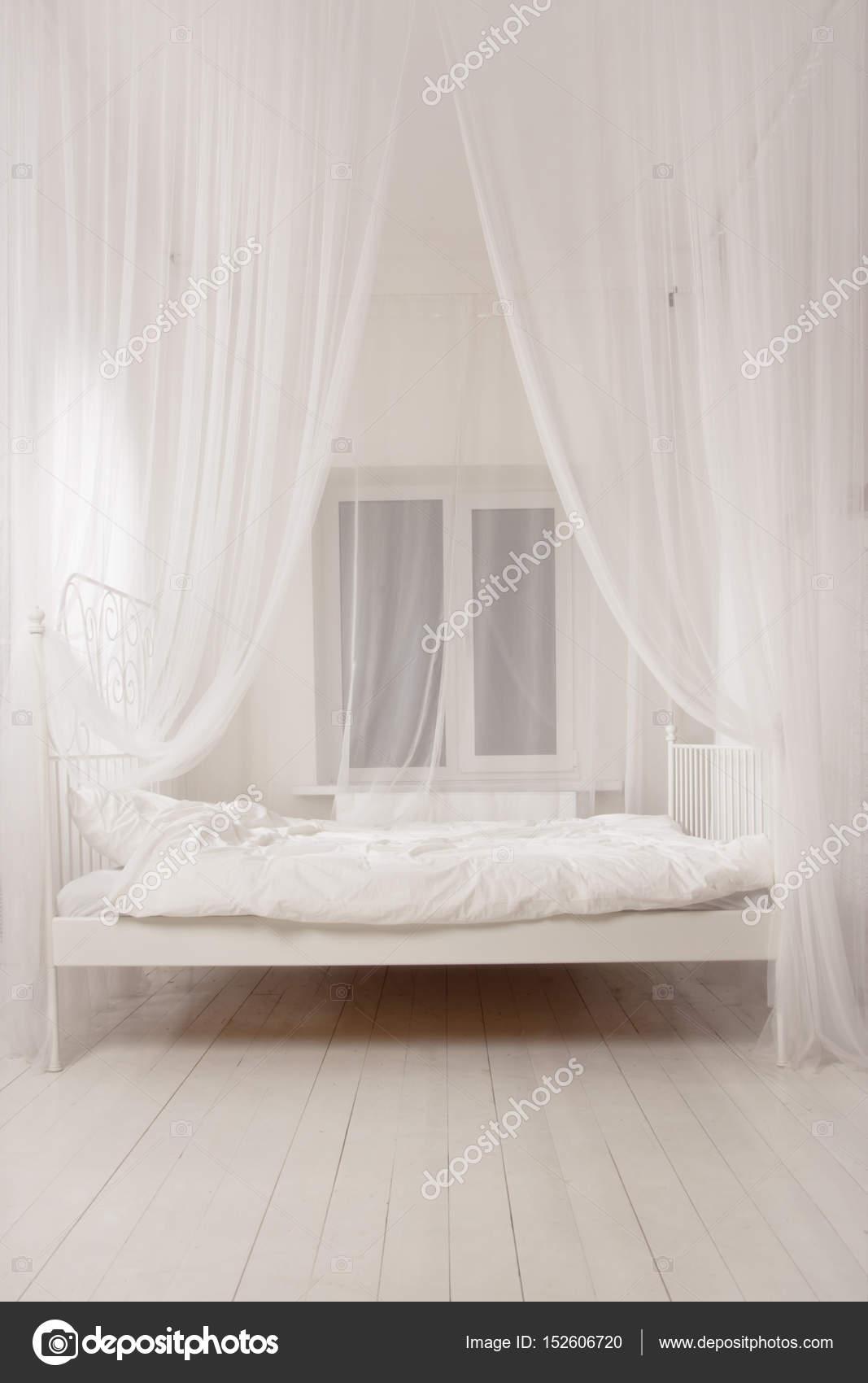Een luxe slaapkamer in de vintage stijl — Stockfoto © Demian #152606720