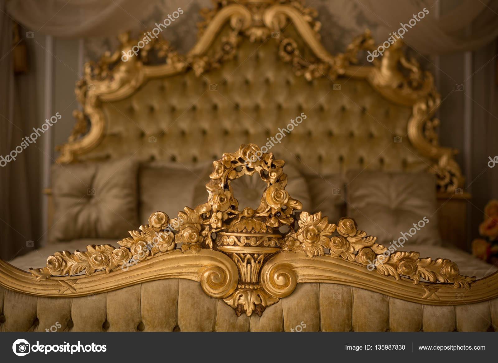 Intérieur de chambre à coucher royale — Photographie svyatoslavlipik ...