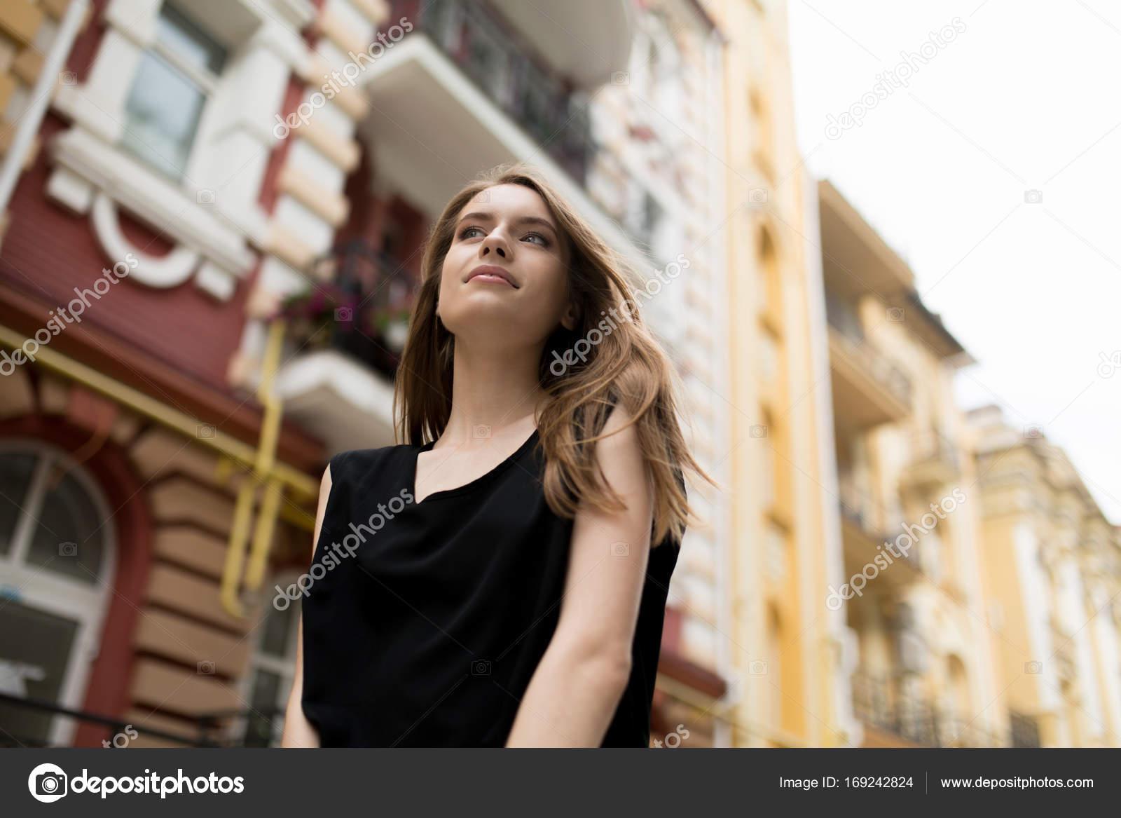 Фото у женщин девушек вид снизу — photo 5